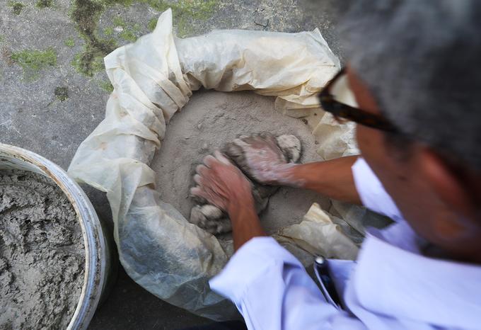 Người thợ hơn nửa thế kỷ theo nghề phỗng đất ở Bắc Ninh
