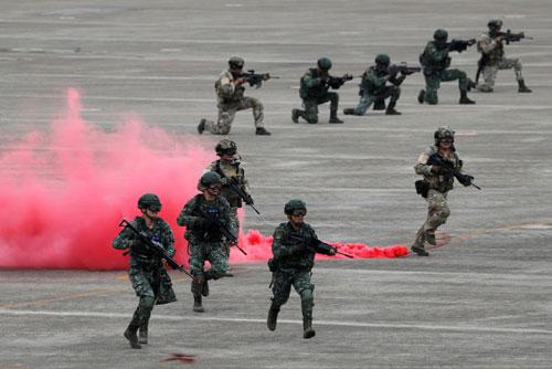 Lực lượng phòng vệ Đài Loan trong một cuộc diễn tập chống chiếm đảo. Ảnh: CNA.