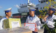 Tàu Trường Sa vượt biển chuyển quà Tết ra nhà giàn DK1