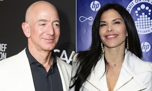 Jeff Bezos và người tình tin đồnLauren Sanchez. Ảnh: Page Six