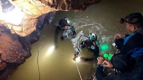 Đặc nhiệm hải quân Thái Lan tham gia chiến dịch cứu hộ đội bóng mắc kẹt trong hang Tham Luang, tỉnh Chiang Rai. Ảnh: AFP.
