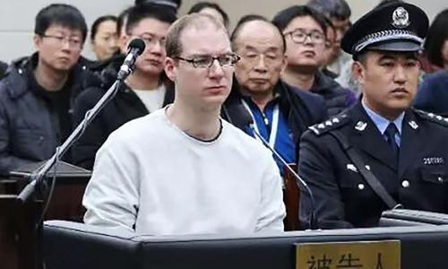 Công dân Canada Schellenberg (áo trắng) tại phiên tòa ở thành phố Đại Liên, tỉnh Liêu Ninh, Trung Quốchôm 14/1. Ảnh: AF