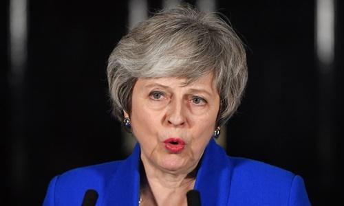 Thủ tướng Anh phát biểu trước số 10 phố Downing ngày 16/1. Ảnh: AFP.