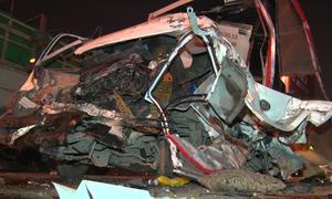 4 ôtô tông nhau trên cầu Thăng Long, 2 người bị thương