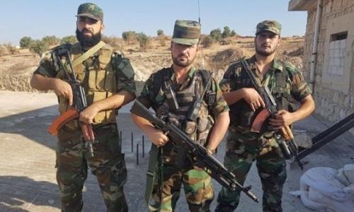 Tướng Al-Hassan (giữa) và các binh sĩ Tiger Force. Ảnh: Almasdar News.