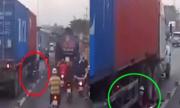 Chạy vào làn ôtô, thanh niên suýt chết dưới bánh xe container