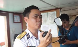Lãnh đạo Hải quân chúc Tết bộ đội qua bộ đàm do sóng lớn