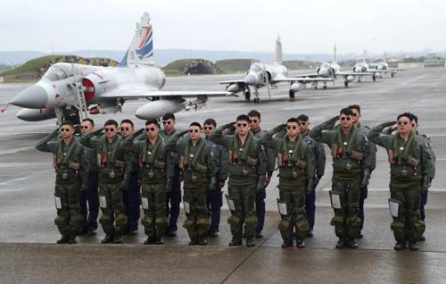Phi công Đài Loan trước cuộc tập trận tại căn cứ không quân Hinchu  hôm 16/1. Ảnh: CNA.