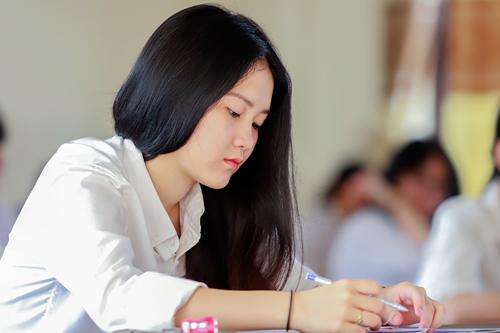 Thí sinh thi THPT quốc gia năm 2018 tại Huế. Ảnh: Võ Thạnh