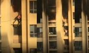 Hỏa hoạn ở Trung Quốc, người dân trèo ban công tầng 25 tháo chạy