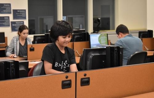 Kairan học hai chuyên ngành Toán và Hóa học ở Las Positas College. Ảnh: Erika Alvero