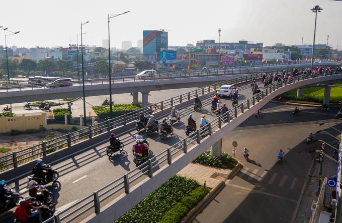 Cầu vượt chữ N ở cửa ngõ Tân Sơn Nhất thông xe nhánh cuối