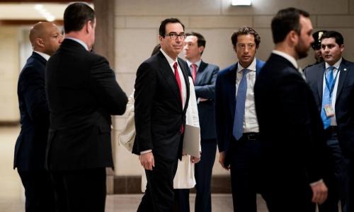 Bộ trưởng Tài chính Mỹ Mnuchin, giữa, đến Quốc hội Mỹ tuần trước để bàn về lệnh trừng phạt Nga. Ảnh: NYT.