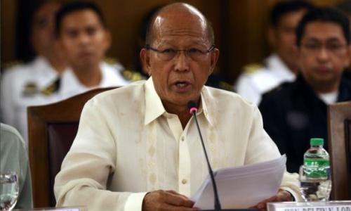 Bộ trưởng quốc phòng Philippines Lorenzana. Ảnh: Inquirer.