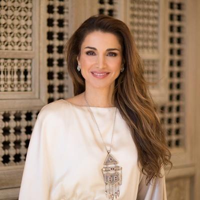 Hoàng hậu quan tâm đến bóng đá của Jordan