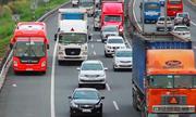 Ôtô chạy bát nháo trên cao tốc TP HCM - Trung Lương