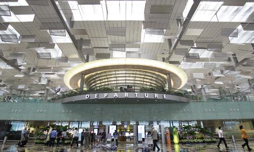 Singapore phạt tiền thanh niên Việt mang 280.000 USD mà không khai báo