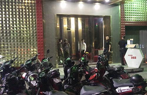 Nhiều điểm ăn chơi ở Sài Gòn hỗn loạn khi cảnh sát đột kích