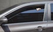 Dán kính ôtô quá tối màu, tài xế Mỹ sẽ bị phạt