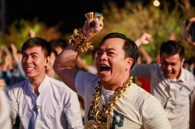 Người hâm mộ Sài Gòn vỡ oà khi Việt Nam vào tứ kết Asian Cup