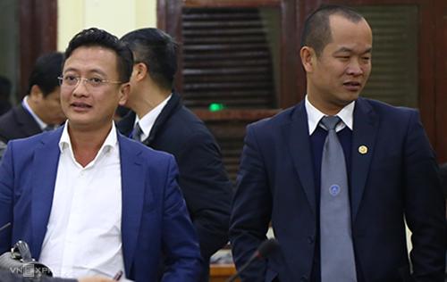 Luật sư Phạm Quang Hưng (phải) và thân chủ Đỗ Anh Tuấn. Ảnh: Phạm Dự.