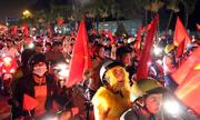 Người hâm mộ đổ ra đường mừng chiến thắng của Việt Nam trước Jordan