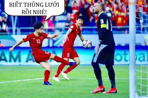... còn thủ môn đội bạn chỉ biết đứng nhìn bóng vào lưới.