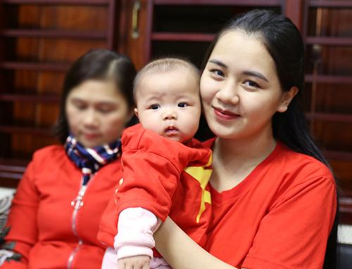 Chị Thùy Phương (vợ đội trưởng Ngọc Hải). Ảnh: Đức Hùng