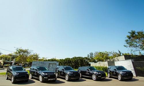 Đội xe gồm 2chiếc Range Rover Sport và 3 chiếc Land Rover Discovery.