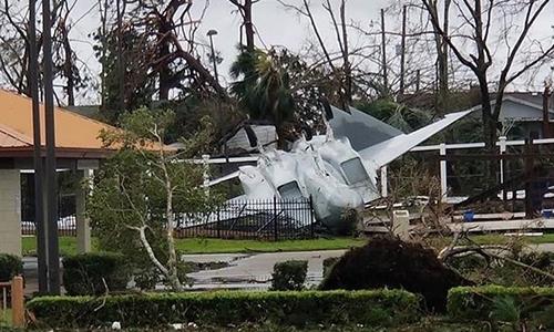 Tiêm kích F-15 tại căn cứ không quân Tydall bị siêu bão Michael cuốn văng, tháng 10/2018. Ảnh: Defence Blog.