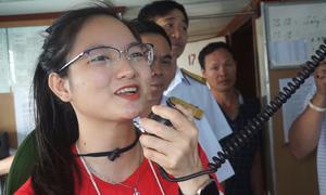 Bạn trẻ hát 'Gần lắm Trường Sa' tặng bộ đội nhà giàn DK1