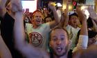 Khách Tây hò reo cùng chiến thắng của tuyển Việt Nam