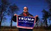 Người ủng hộ luôn đứng sau Trump trong các buổi mít tinh