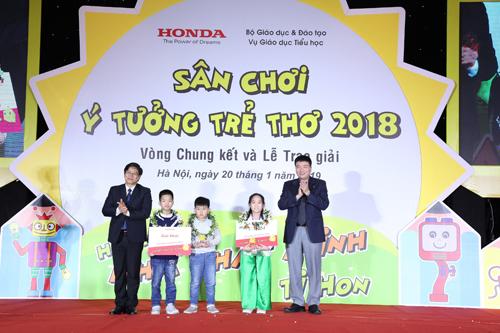 Nhóm học sinh đạt giải Nhất sân chơi Ý tưởng trẻ thơ năm 2019.