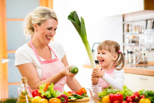 Phụ huynh nên cho con tự lựa chọn từ những thứ nhỏ. Ảnh:A Nutritious Dish