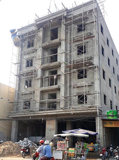 Khách sạn đang xây dựng ở TP Châu Đốc xảy ra vụ tai nạn. Ảnh: An Phú
