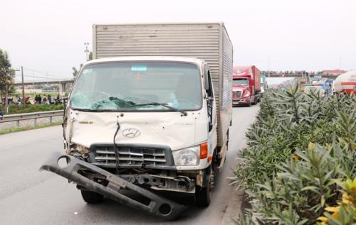 Chiếc xe tảigây tai nạn. Ảnh: Giang Chinh.