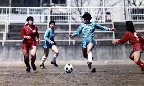 Các nữ cầu thủ Nhật Bản thi đấu trong giải vô địch quốc gia năm 1989. Ảnh: NFM.