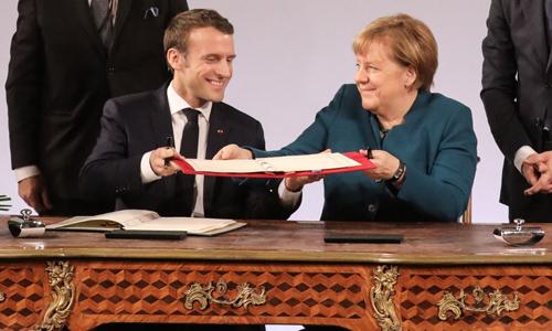 Tổng thống Macron và Thủ tướng Merkel trong lễ ký hiệp ước hữu nghị mới tại thành phố Aachen, phía tây nước Đức hôm 22/1. Ảnh: AFP.
