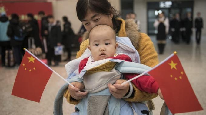 Người dân Trung Quốc ùn ùn về quê ăn Tết