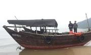 Tàu không người lái trôi dạt trên biển Hà Tĩnh