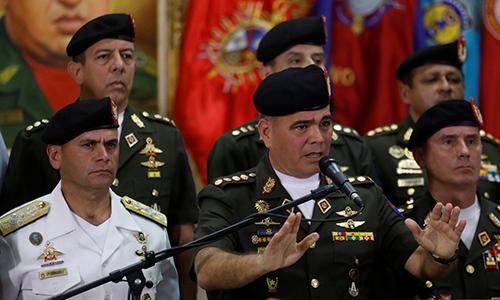 Bộ trưởng Quốc phòng Venezuela Vladimir Padrino Lopez (chính giữa)