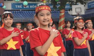 Thầy trò ở Sài Gòn nhảy cổ vũ đội tuyển Việt Nam