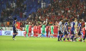 Đội tuyển Việt Nam vẫy chào người hâm mộ