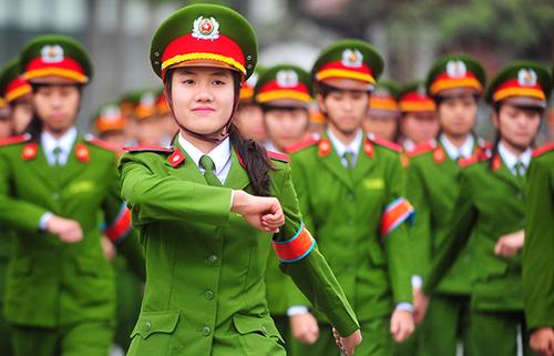 Sinh viên năm nhất Học viện Cảnh sát nhân dân tập điều lệnh đầu khoá. Ảnh: Giang Huy.