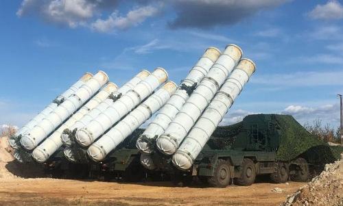 Xe phóng đạn thuộc tổ hợp S-300 của Nga. Ảnh: TASS.