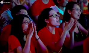 Người hâm mộ cảm ơn những 'chiến binh' tuyển Việt Nam