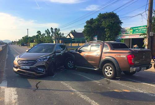 Ôtô bán tải tông vào hông Hyundai Santa Fe trong vụ hỗn chiến hồi tháng 10/2018. Ảnh: Đ.H