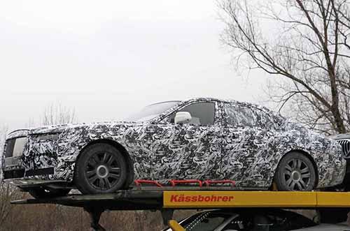 Rolls-Royce Ghost thế hệ mới trên xe chuyên chở tại Đức. Ảnh: Autocars.