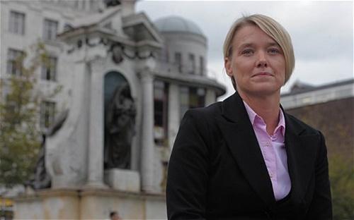 TraceyMolamphy, thư ký Anh suýt bị dẫn độ sang Bồ Đào Nha năm 2008. Ảnh: Telegraph.